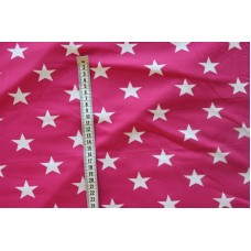 Hvide stjerner på pink stof