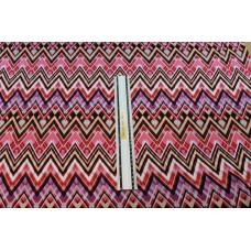 Lilla og røde zigzag striber